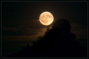 full_moon_by_kovalvs