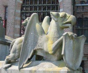 Heraldic Guardian Griffin at Kasteel de Haar, Netherlands. Wikimedia.