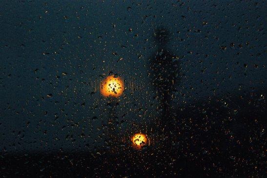 Lamp light rain by Lexidreams.