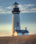 yaquina-head-lighthouse-as-the-sun-goes-down