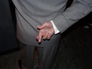 crossed-fingers-pete67-tw
