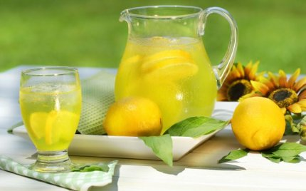 6266_Fresh-lemonade-in-the-hot-summer-days-delicious-drink
