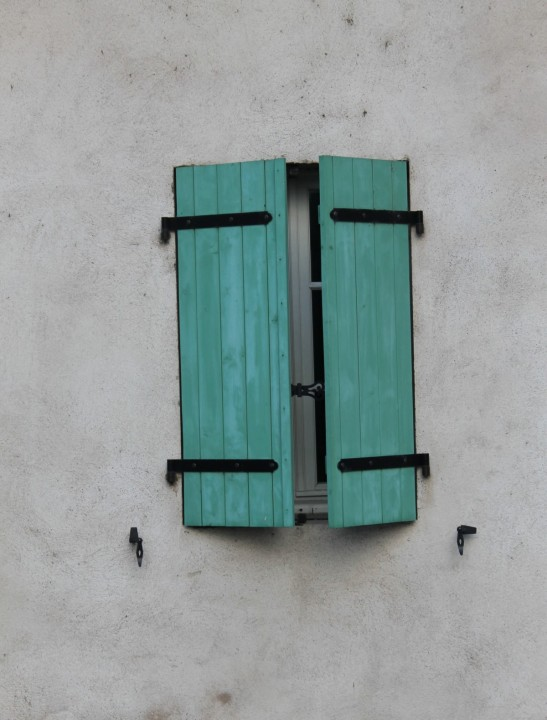 window_closed_shutters_green_exterior_wall_house_rustic-983955.jpg!d