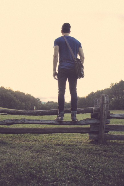 person_human_male_boy_young_man_standing_fence-724292.jpg!d
